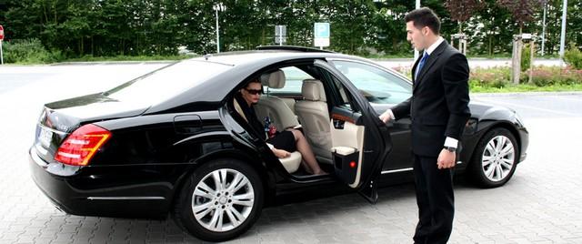 arenda avtomobilya s voditelem dlya romanticheskogo vechera Аренда автомобиля с водителем для романтического вечера
